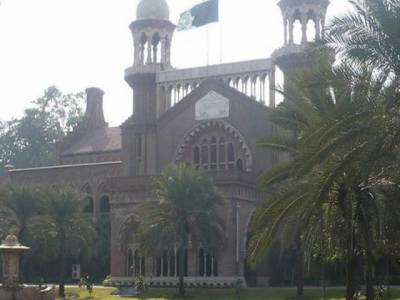 لاہور ہائیکورٹ کے الیکشن ٹربیونل میں میاں نوازشریف کے حلقہ این اے ایک سو بیس سے کاغذات نامزدگی منظور کئے جانے کے خلاف دو الگ الگ درخواستیں دائر کر دی گئیں ،الیکشن ٹربیونل نمبر دو کے سربراہ نے اپیل کی سماعت سے معذرت کر لی.