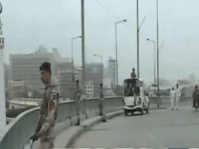 کراچی کے علاقے محمودآباد میں رینجرز اور رابعہ سٹی میں پولیس نے سرچ آپریشن کرتے ہوئے بارہ مشتبہ افراد کو حراست میں لے کر انکے قبضے سے اسلحہ برآمد کرلیا.