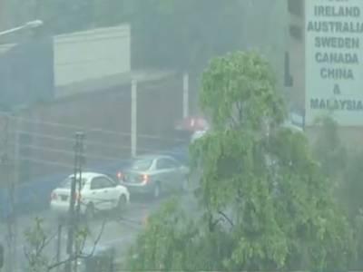 لاہور،اسلام آباداورپشاور میں بارش نےجل تھل کردیا،ٹھنڈی ہواؤں اور کالی گھٹاؤں کی اٹکھیلیوں نے موسم کو دل فریب بنادیا.