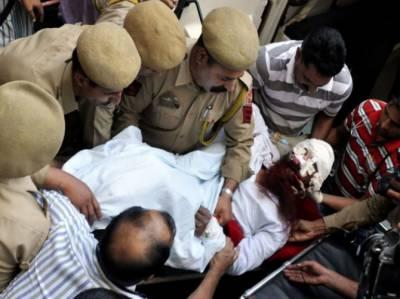 بھارت میں قیدیوں کے ہاتھوں تشدد کا نشانہ بننے والے قیدی ثناءاللہ کی حالت بدستور تشویشناک . پاکستانی سفارتکاروں نے چندی گڑھ ہسپتال میں زیر علاج ثناء اللہ کی عیادت کی.