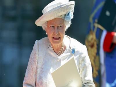 برطانوی ملکہ الزبتھ کی تاج پوشی کے ساٹھ سال مکمل ہوگئے، لندن میں منعقد ہونیوالی خصوصی تقریب میں شاہی خاندان کے افراد اور برطانوی وزیراعظم ڈیوڈ کیمرون سمیت اہم شخصیات نے شرکت کی.