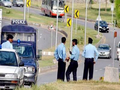 اسلام آباد میں پولیس اور رینجرز کی جانب سے مشترکہ سرچ آپریشن کے دوران بارہ دہشت گردوں کو گرفتار کر لیا گیا دہشت گردوں کے قبضے سے بڑی تعداد میں اسلحہ اور بارودی مواد برآمد کیا گیا ہے۔