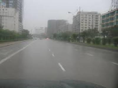 کراچی کےمختلف علاقوں میں صبح سویرے ہونےوالی ہلکی بارش سےموسم سرد ہو گیا