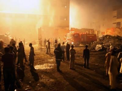 سندھ بلڈنگ کنٹرول اتھارٹی کی جانب سے ٹمبر مارکيٹ آتشزدگی سے متاثر ہونے والی تيرہ عمارتوں کو انتہائی مخدوش قرارديديا گیا