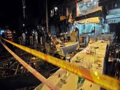 سانحہ انارکلی کے سوگ میں لاہور کی تاجر برادری کی جانب سے دکانوں اور مارکیٹوں کو بند رکھا گیا ہے۔ پولیس تمام پہلوؤں پر تحقیقات کرنے میں مصروف ہےسانحہ میں جاں بحق افراد کی میتیں ورثاء کے سپرد کر دی گئی ہیں