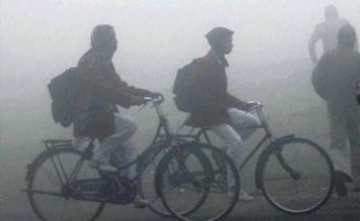 محکمہ موسمیات نےآئندہ دو سے تین روز تک پنجاب کے میدانی علاقوں میں دھند کی شدت برقرار رہنے کا امکان ظاہر کر دیا