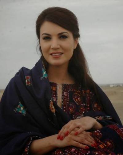 ریحام خان کا تعلق مانسہرہ سے ہے، اور وہ پروفشنل جرنلسٹ ہیں، ان کی پہلی شادی انیس سو بانوے میں ہوئی، جبکہ دوہزار چھ میں علیحدگی ہوئی، ریحام خان کے تین بچے بھی ہیں