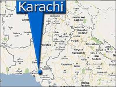 کراچی میں ٹارگٹ کلنگ کا سلسلہ نہ تھم سکا، مختلف علاقوں میں نامعلوم افراد کی فائرنگ سے تین پولیس اہلکاروں سمیت پانچ افراد جاں بحق ہو گئے، پاپوش نگر میں پولیس مقابلے کے بعد دو دہشت گرد ہلاک ہوگئے