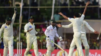 بنگلہ دیش نے چار وکٹوں کے نقصان پر دو سو چھتیس رنز بنا لیے