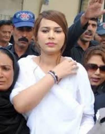 عدالت نے ایان علی کے وکیل خرم لطیف کھوسہ کی کیس کی تیاری نہ ہونے پربرہمی کا اظہار کرتےہوئے سماعت13 جولائی تک ملتوی کردی