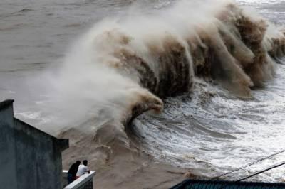 چین ہوم طوفان کی وجہ سے مشرقی چین میں شدید بارشوں سے زی جیانگ صوبے میں سیلاب آ گیا ہے ،شنگھائی سے 9 لاکھ افراد محفوظ مقامات پر منتقل ہو گئے ہیں