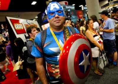 امریکی ریاست سین ڈیاگو میں سالانہ کامک کنونشن کے دوران ہزاروں افراد منفرد فلمی کر داروں کا روپ دھار کر مستیاں کرتے رہے