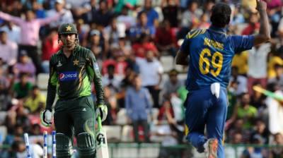 پاکستان کا دوسرے ون ڈے میں سری لنکا کو جیت کے لیے 288 رنز کا ہدف