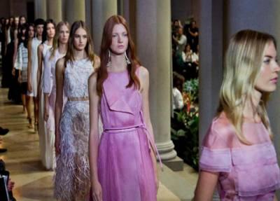 نیویارک فیشن ویک میں معروف ڈیزائنر ٹامی ہل فگر کے بنائے ملبوسات کی نمائش