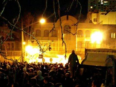 شیعہ عالم نمر النمر کا سر قلم کیے جانے کیخلاف تہران میں سعودی سفارتخانےپرمشتعل افرادکاحملہ
