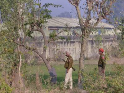 بھارت :پٹھانکوٹ ایئربیس ایک بار پھر فائرنگ اور دھماکوں سے گونج اٹھی، ہلاکتوں کی تعداد 11 سے تجاوز کر گئی