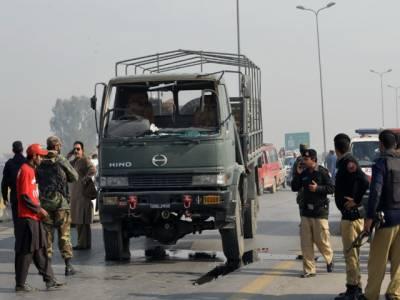 پشاور: سیکیورٹی فورسز کے قافلے پر بم حملہ، 1 سیکیورٹی اہلکار معمولی زخمی