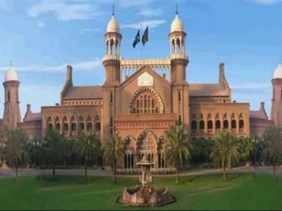 لاہور ہائیکورٹ نے بارہ سال سے کم عمر طلبا کو نویں جماعت میں داخلہ نہ دینے کی پالیسی کے خلاف دائر درخواست پر سیکرٹری سکولز اور چئیرمین لاہور بورڈ سے جواب طلب کر لیا