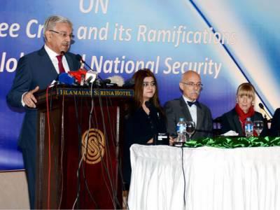 پوری دنیا بھارت کو ایٹمی ہتھیاروں سے لیس کر رہی ہے, پاکستان کو چند ایف 16 نہ دینا زیادتی ہے:وزیر دفاع