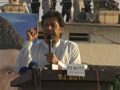 قومیں تعلیم سے ترقی کرتی ہیں میٹرو بس سے نہیں:عمران خان