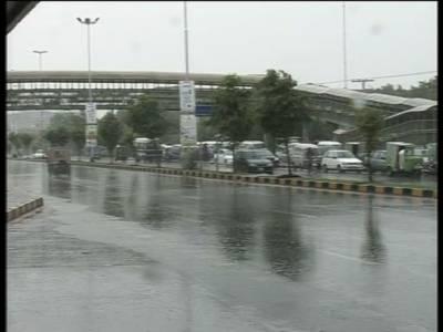 لاہور اور اسلام آباد سمیت پنجاب اورخٰبرپختونخوا کے اکثر مقامات پر موسلادھار بارش ہوئی جس سے موسم خوشگوار ہوگیا