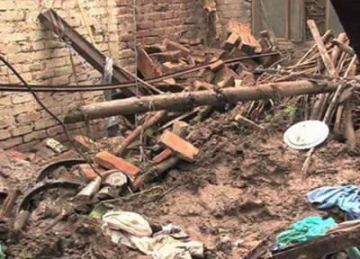 لاہور میں بارش : چھتیں اور دیواریں گرنے کے واقعات میں بچوں سمیت پانچ افراد جاٰن کی بازی ہار گئے