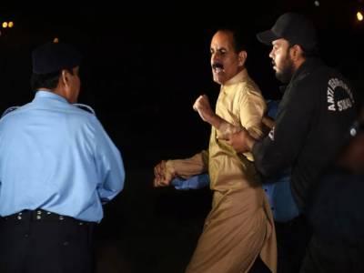 جڑواں شہروں میں دفعہ 144 : اسلام آباد میں تحریک انصاف کا یوتھ کنونشن روک دیا، لاٹھی چارج، گرفتاریاں، عمران نے کل ملک گیر احتجاج کی کال دیدی