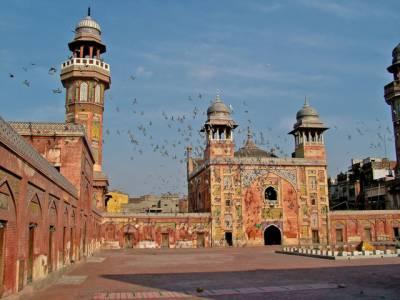لاہور شہر میں پانچ روز بعد بلاآخر موسم صاف ہوگیا ،گزشتہ پانچ روز سے سموگ نے شہریوں کو پریشان کر رکھا تھا