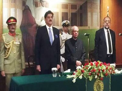 جسٹس ریٹائرڈ سعید الزمان صدیقی نے تیسویں گورنر سندھ کا حلف اٹھا لیا,تقریب میں اعلیٰ شخصیات کی شرکت