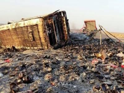 دالبندین:مسافر بس اور ٹرک میں تصادم ، 7 مسافر جاں بحق، 8 زخمی