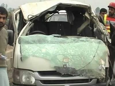 شیخوپورہ :کاراور ویگن میں تصادم ، سلنڈر پھٹ گیا، 7 جاں بحق،20زخمی