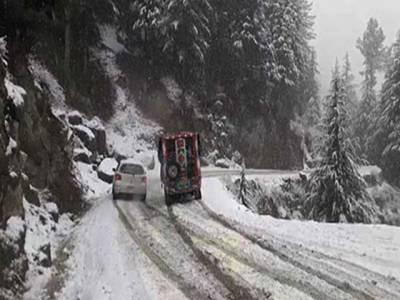 ملک کے مختلف علاقوں میں آئندہ چوبیس گھنٹوں کے دوران بارش و برفباری کا امکان