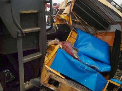 لودھراں: پھاٹک کھلا ہونے پر 2 رکشے ٹرین کی زد میں آگئے، 8 بچوں سمیت 9 افراد جاں بحق، 10 زخمی، گاڑی کا ڈرائیور ، اسسٹنٹ گیٹ مین گرفتار