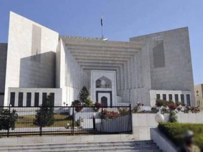 اسلام آباد : موسلادھار بارش کے دوران سپریم کورٹ کے کمرہ عدالت کی چھت ٹپکنے لگی