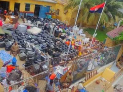 کراچی جیل میں بڑا آپریشن، لاکھوں روپے' موبائل فونز سمیت ممنوعہ سامان برآمد