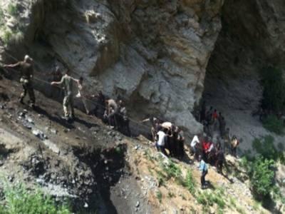 مقبوضہ کشمیر : ہندو یاتریوں کی بس کھائی میں جا گری، 16افراد ہلاک، 26شدید زخمی