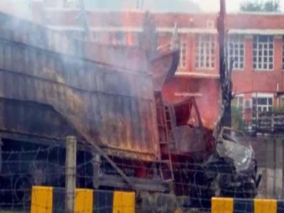 حسن ابدال میں مسافروین اورٹرک میں تصادم ، 13 افراد جاں بحق، متعدد زخمی