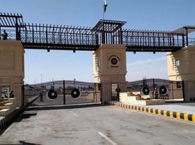 پاکستان نے پاک ایران سرحد پر گیٹ تعمیر کردیا، گیٹ کے دونوں اطراف 126 کلومیٹر لمبی خاردارتار بھی لگائی گئی: وزارت داخلہ