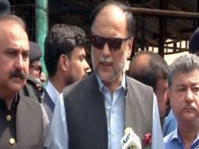 وفاقی وزیر داخلہ کا پشاور موڑ سستا بازار کا دورہ، آتشزدگی سے ہونے والے نقصانات کا جائزہ لیا