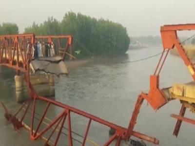چارسدہ،دریائے کابل پرتاریخی پل کا منہدم، سیمنٹ سے بھرا ٹرک دریا میں گرگیا، ڈرائیور جاں بحق ،2افراد زخمی