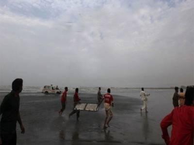 کراچی میں ہاکس بے پر 12 افراد ڈوب گئے, 4 خواتین بھی شامل, 11 لاشیں نکال لی گئیں