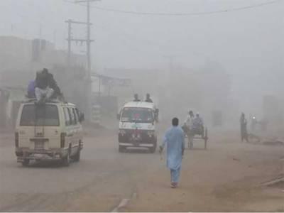 لاہور اور دیگر شہروں میں دھند کے باعث کاروبار زندگی مفلوج، حدنگاہ انتہائی کم ،ٹریفک کی روانی متاثر