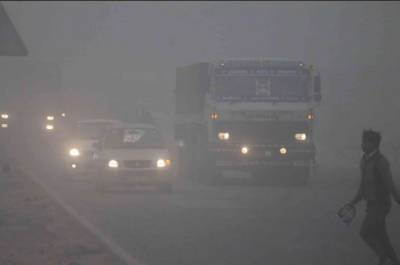 پنجاب بھر میں شدید دھند، ریلوے اور فضائی نظام متاثر