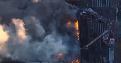 امریکا : نیویارک کے علاقے مینہٹن کی رہائشی عمارت میں آگ لگ گئی