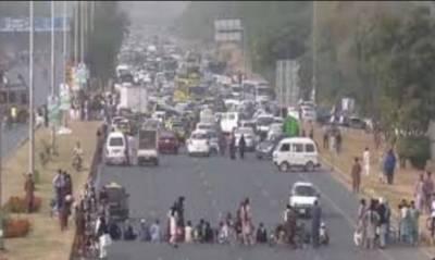 اسلام آباد :فیض آباد انٹرچینج پر مذہبی جماعتوں کا دھرنا آج19 ویں روز بھی جاری