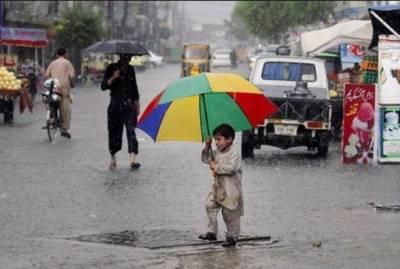 کراچی میں ہلکی بارش سے موسم خوشگوار،بالائی علاقوں میں برفباری