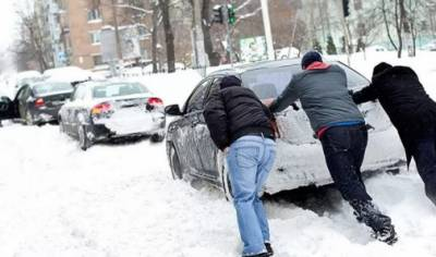 برطانیہ: برفباری سے سیکڑوں اسکولز بند، پروازیں تاخیر کا شکار