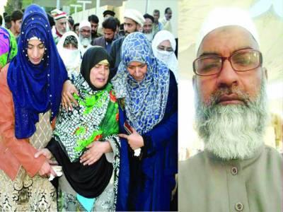 زینب کے والدین کی عمرہ سے واپسی، ملزم پکڑے جانے تک تدفین نہ کرنے کا اعلان