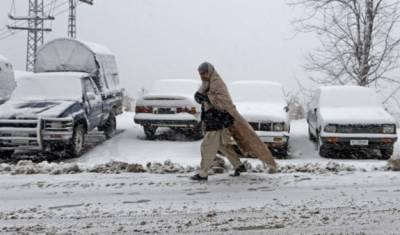 ملکی بالائی علاقوں میں شدید برفباری ، 5 افراد جاں بحق،نظام زندگی مفلوج، سیاح پھنس گئے