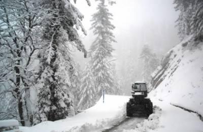گلیات میں شدید برفباری، انتظامیہ نے بند راستے چوتھے روز کھول دیئے